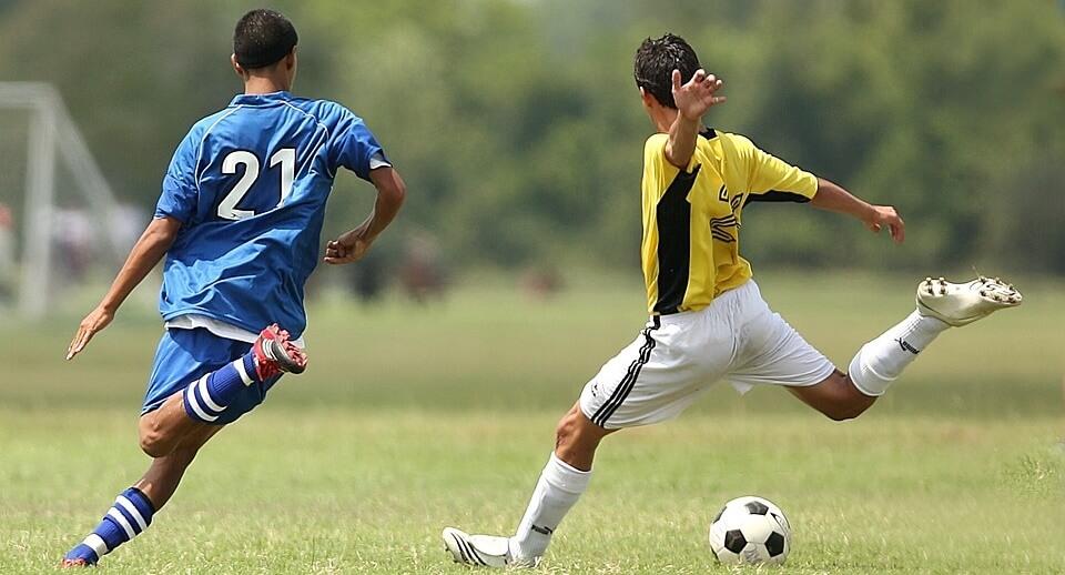Counterattacking football